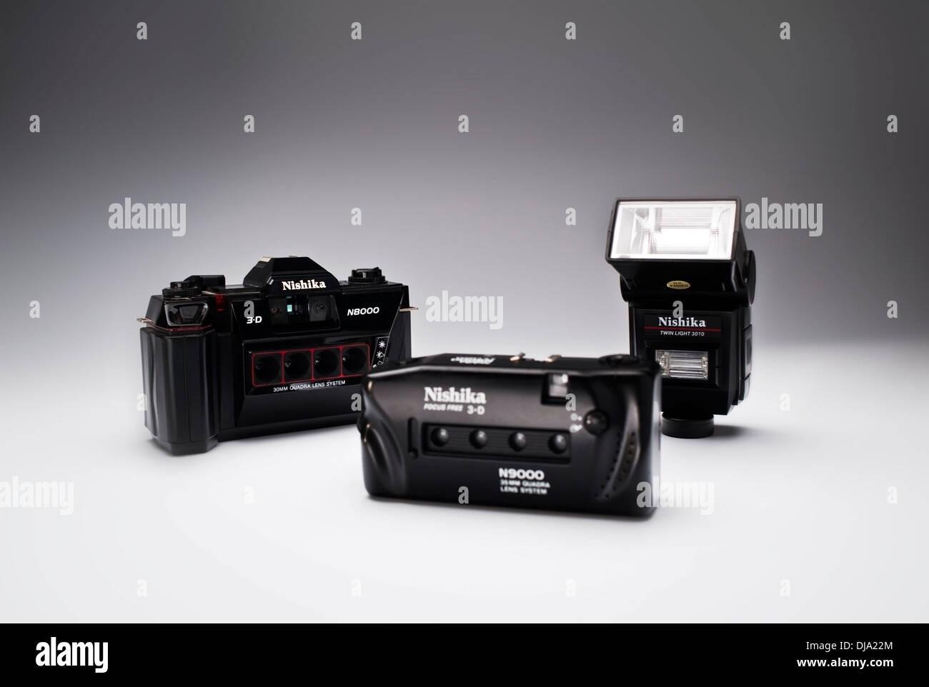 Vintage Nishika 35mm film 3-D Cameras and flash - Stock Image