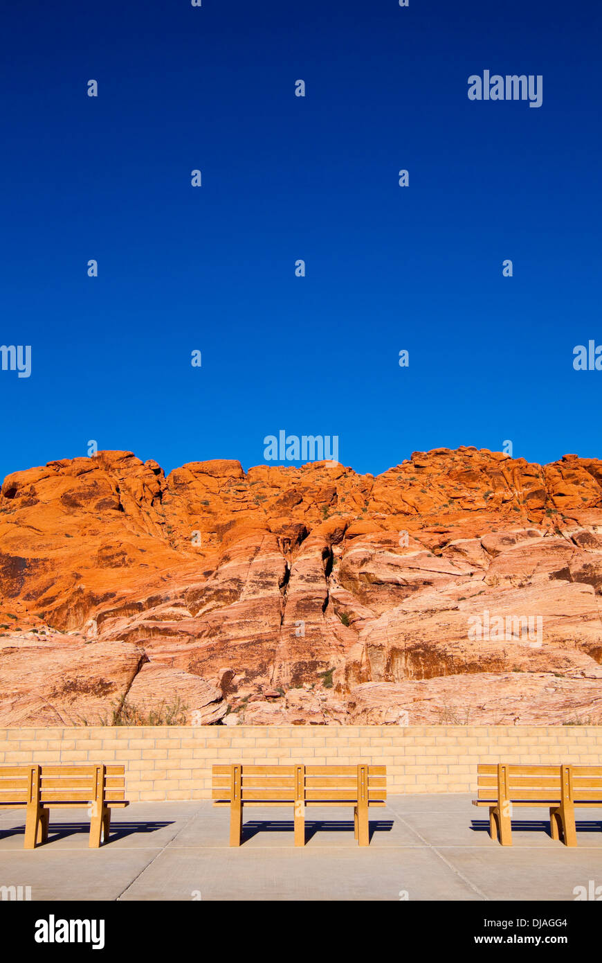 Park benches facing Red Rock Canyon, Nevada, United States - Stock Image