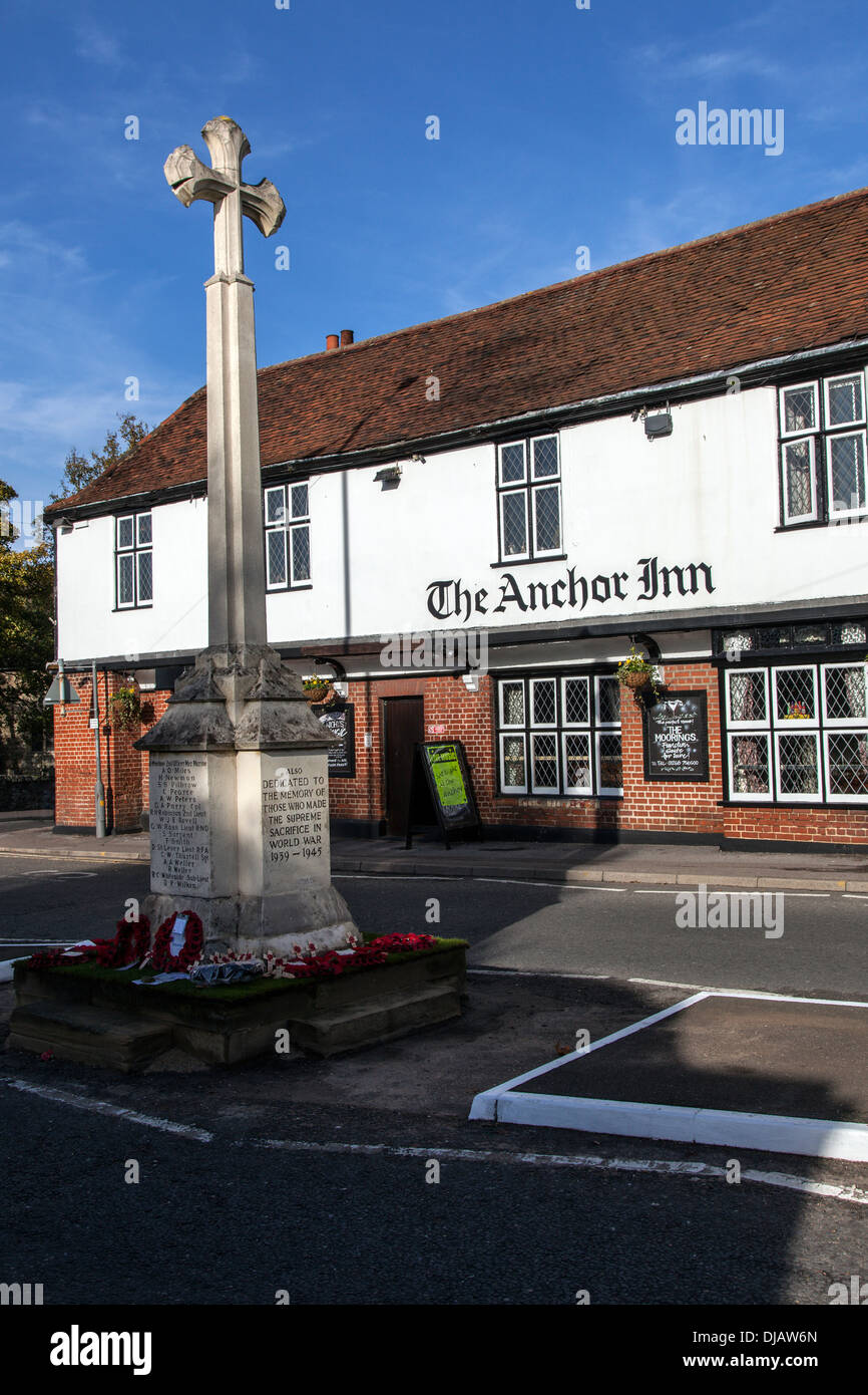 The Anchor Inn and War Memorial in Benfleet - Stock Image