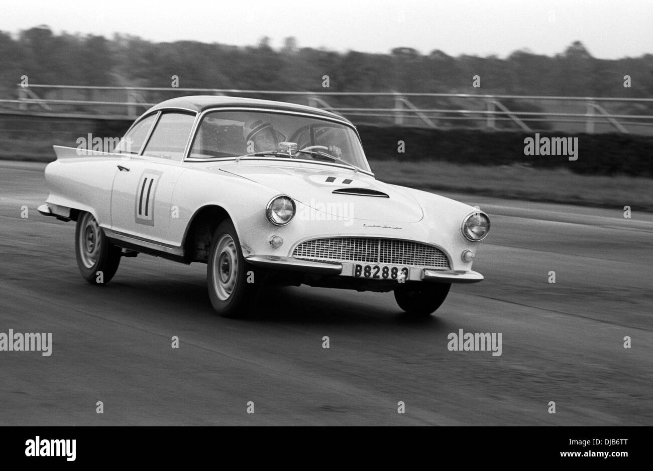 Saloon car B82889 racing in the International Trophy, Silverstone, England 1960. - Stock Image