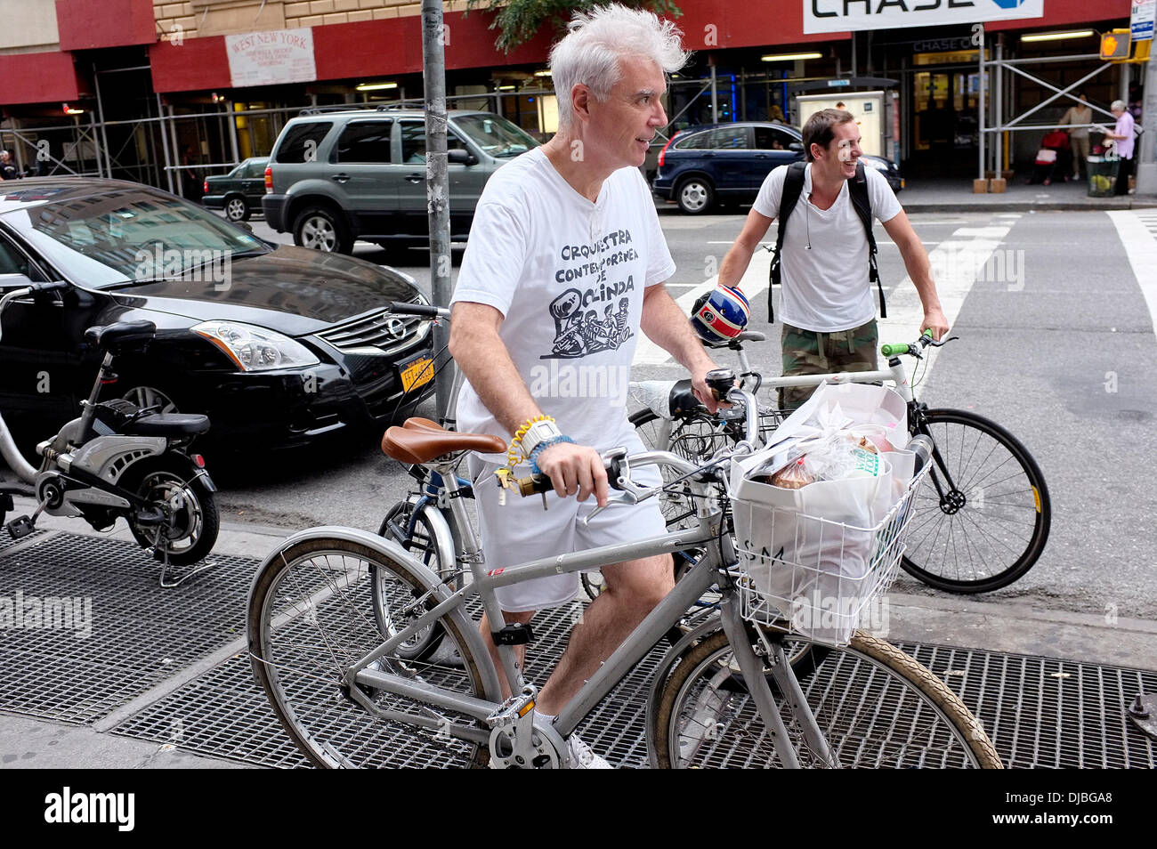 David Byrne Former Talking Heads frontman returns to his bicycle with groceries, after shopping at Whole Foods Market Stock Photo