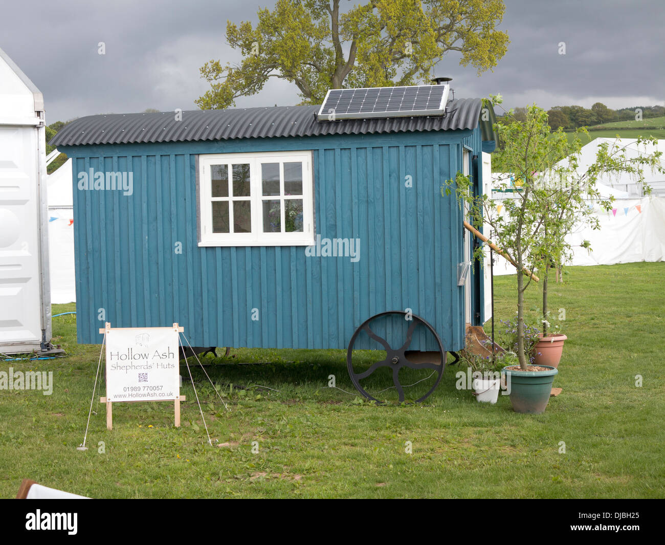 Old English Shepherds Hut Mobile Stock Photo: 62949773 - Alamy
