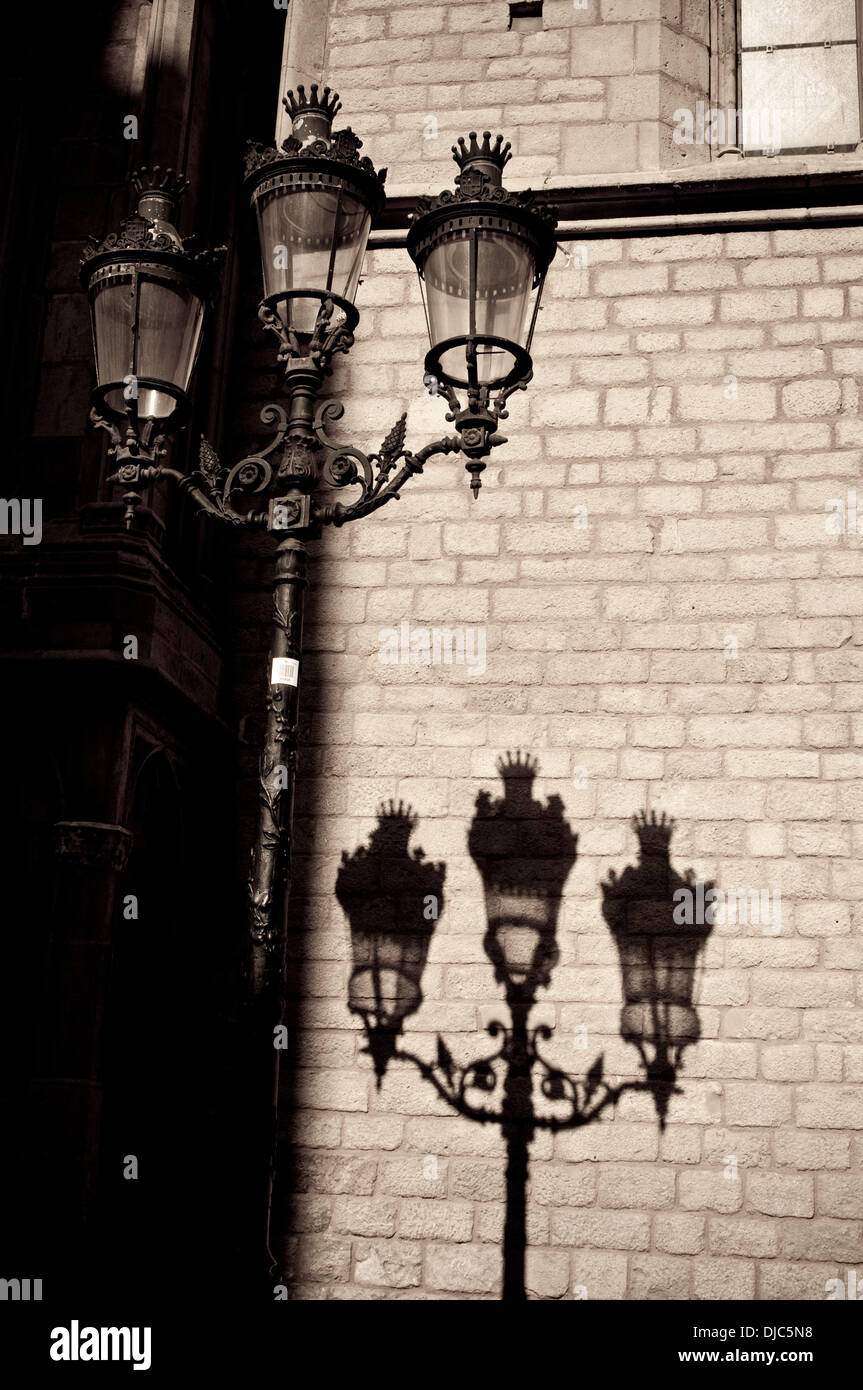 Lamp and shadow, Ribera district, Barcelona, Spain - Stock Image