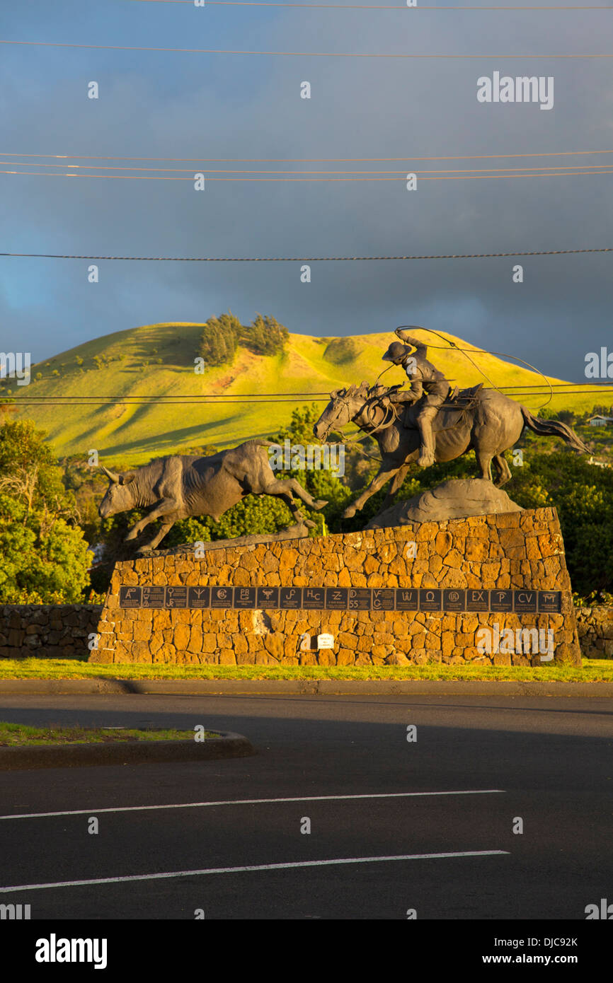 Statue of Champion Paniolo Ikua Purdy at Parker Ranch Center, Waimea, Big Island of Hawaii, artist Fred Fellows - Stock Image