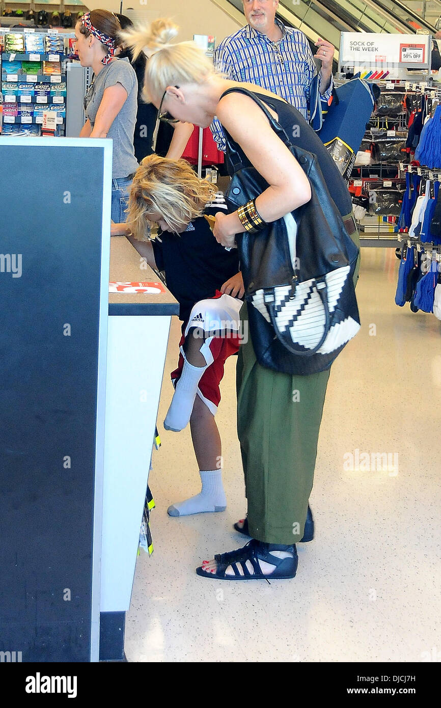 Kingston Rossdale and Gwen Stefani Gwen Stefani shopping at