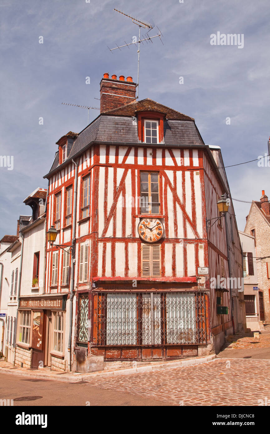A half timbered house in the town of Joigny, Burgundy. - Stock Image