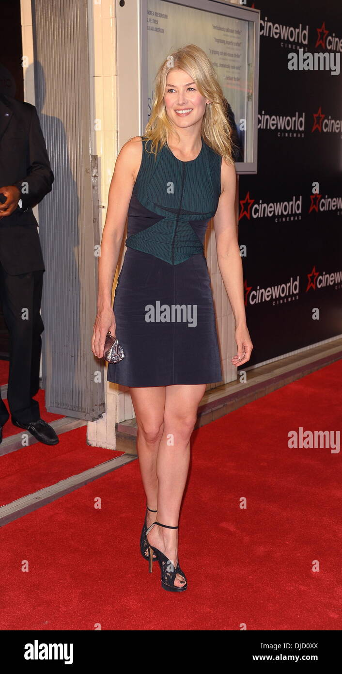 Rosamund Pike Celebrities attend the premiere of 'Shadow Dancer' at the Haymarket Cineworld, London, UK, 13.08.2012 - Stock Image