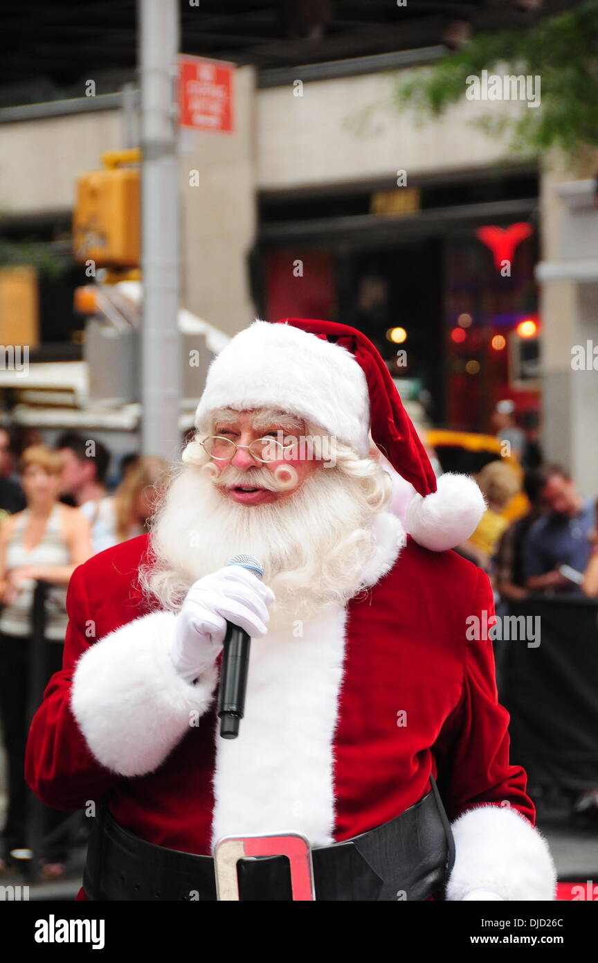 Christmas Music In August.Santa Claus The 2012 Radio City Christmas Spectacular