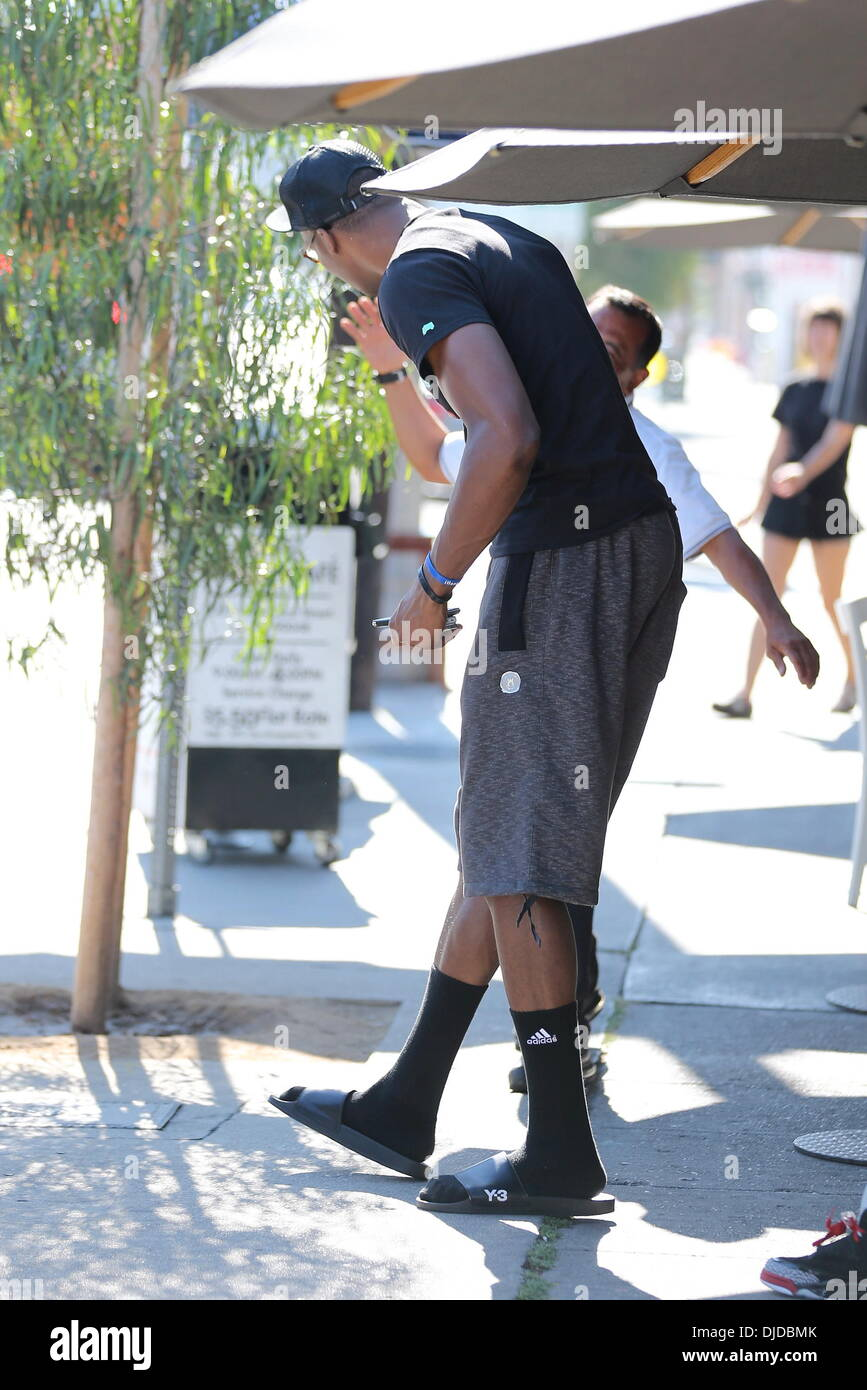 official photos a38b3 a6943 Orlando Magic center Dwight Howard and friends seen leaving Toast Cafe in  West Hollywood Los Angeles