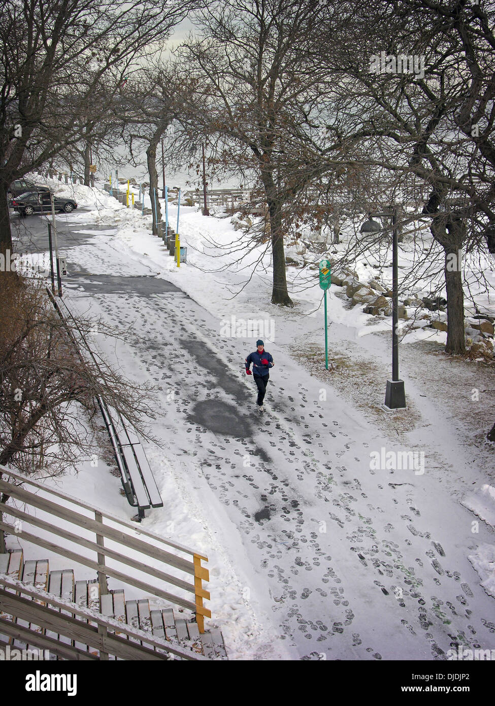 A runner in the snow near the Bayside Marina in Queens, New York Stock Photo