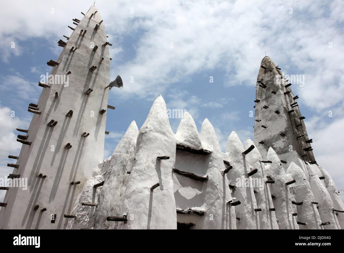 Mud-built Mosque At Banda Nkwanta, Ghana - Stock Image