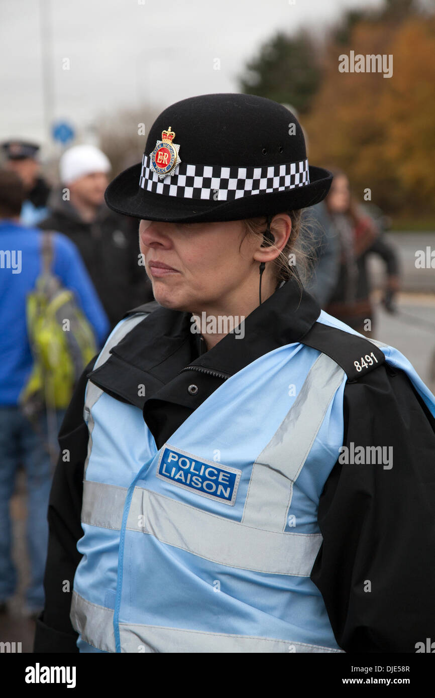 Policewoman at Barton Moss, Eccles, Manchester, UK. 27th  November, 2013.  Female Police Liason Officer at IGas Energy Drill site and protest camp site at Barton Moss in Salford, near Manchester. Fracking focus is shifting to North West where IGas Energy plans to start drilling soon to explore for methane. A number of Anti-fracking anti-shale gas group protesting at the arrival of drilling equipment on gas-drilling site in Salford. IGas has permission from Salford and Trafford council for exploratory drilling for coal-bed methane extraction and at an adjoining site at Davyhulme. - Stock Image