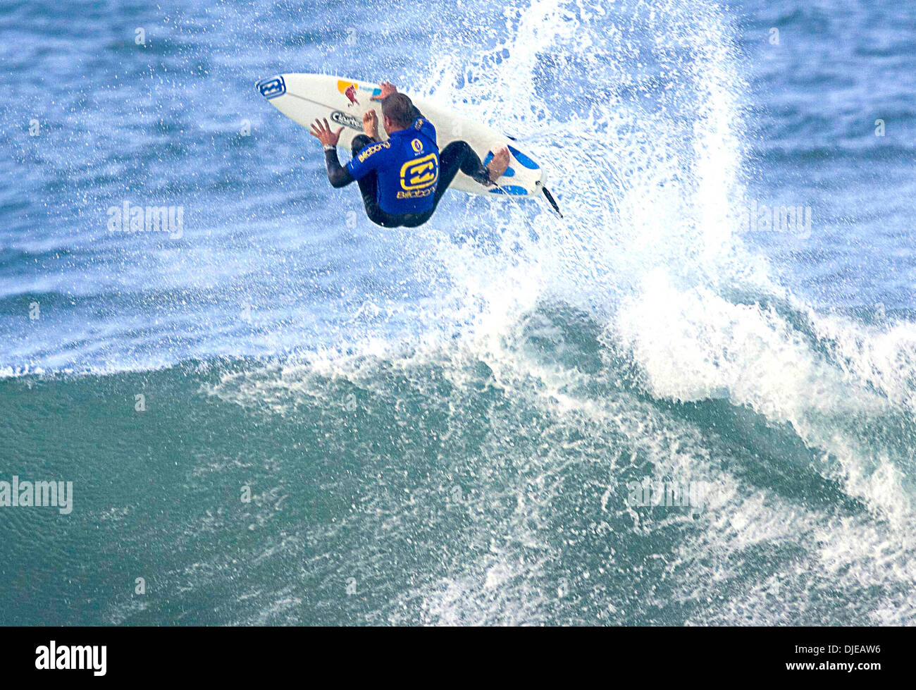 Jul 12, 2004; Jeffreys Bay, South Africa; Surfing. FosterÕs ASP MenÕs World Tour. Billabong Pro at Supertubes, Jeffreys Bay, South Africa. Surfer SEAN HOLMES airs out at The Billabong Pro is the fifth of 12 events on the 2004 FosterÕs menÕs ASP World Championship Tour (WCT) and features the top 45 surfers in world and three wild card surfers. - Stock Image