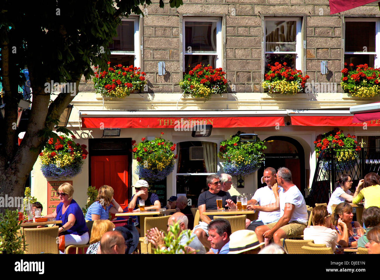 People Drinking at Outside Bar, Royal Square, St. Helier, Jersey, Channel Islands - Stock Image