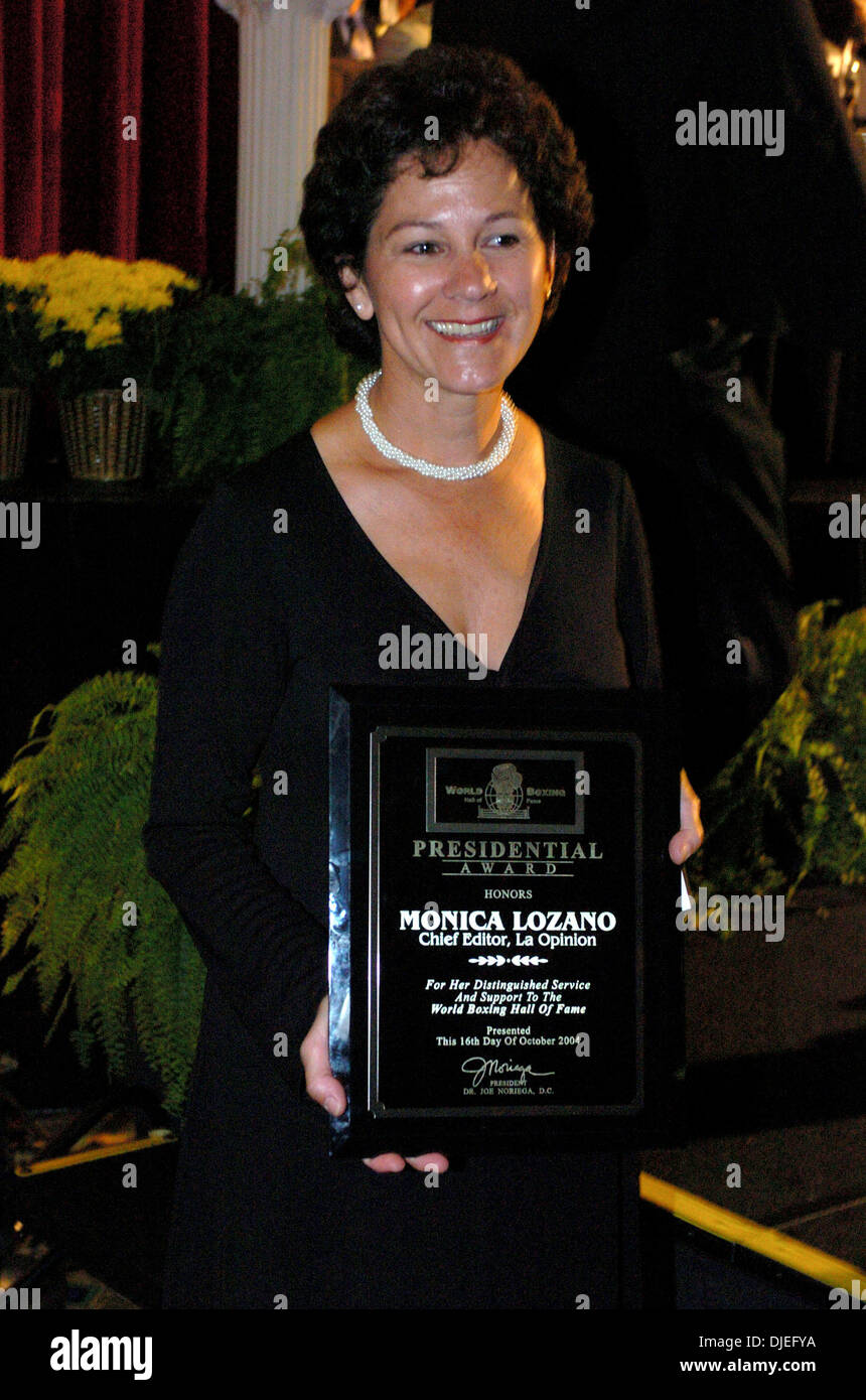 Oct 16, 2004; Commerce, CA, USA; LA Opinion (Los Angeles' largest daily Spanish-language newspaper) Chief Editor MONICA LOZANO recieves the President's Award at at The 25th Annual World Boxing Hall of Fame Banquet held at The Commerce Casino. - Stock Image
