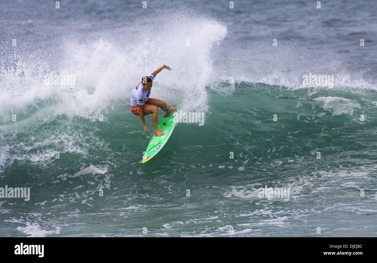 Nov 17, 2004; Haleiwa, HI, USA; The Association of Surfing Professionals (ASP) World Championship Tour (WCT). The Roxy Pro Haleiwa, North Shore of Oahu, Hawaii, 12-24 November 2004. South African HEATHER CLARK (Port Shepstone) (pictured) beat WCT ratings leader Sofia Mulanovich (Peru) and wildcard Caroline Sarran (Fra) in round one of the Roxy Pro Haleiwa, Hawaii today. Clark advan - Stock Image