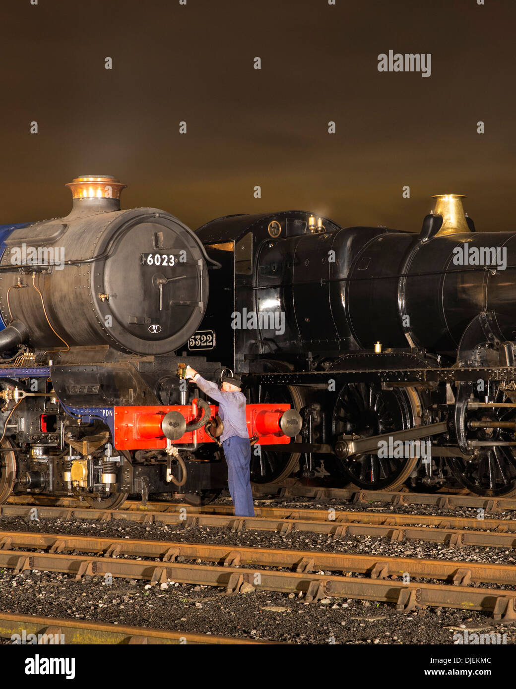 GWR  preserved steam locomotives 6023 'King Edward II', and 43xx Class 2-6-0 5322 - Stock Image