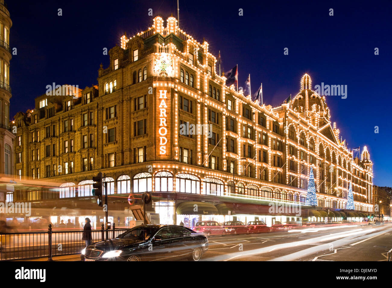 harrods london england uk long time exposure of harrods exterior stock photo 63018689 alamy. Black Bedroom Furniture Sets. Home Design Ideas