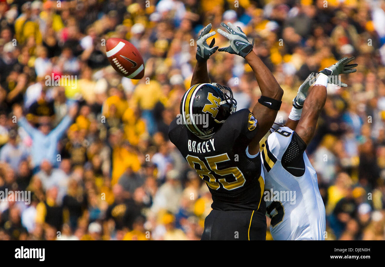 Sep 15, 2007 - Columbia, MO, USA - Senior Wide Receiver #85 GREG BRACEY misses a catch because of Western Michigan corner back #6 LONDEN FRYAR. The Missouri Tigers defeated Western Michigan 52-24 in their season opener at Faurot Field, leading them to a perfect 3-0 season Saturday. Mizzou is now 25th in both the Associated Press and ESPN/USA Today Coaches' polls. (Credit Image: © P - Stock Image