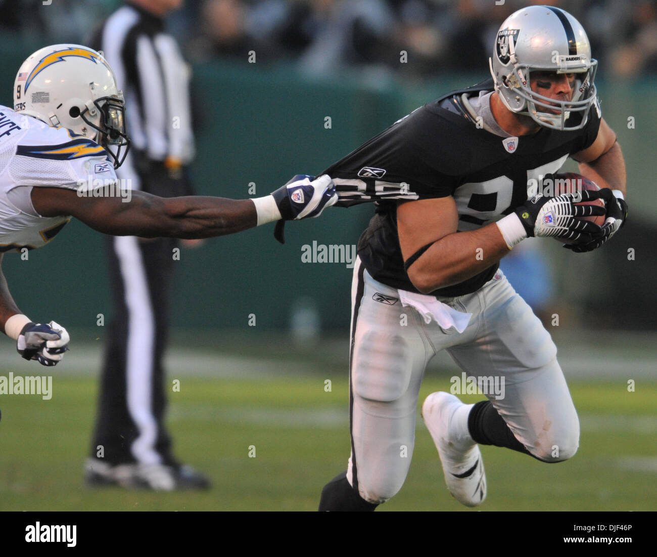 San Diego Chargers Game Live Online Free: Oakland Raiders John Gets Caught Stock Photos & Oakland