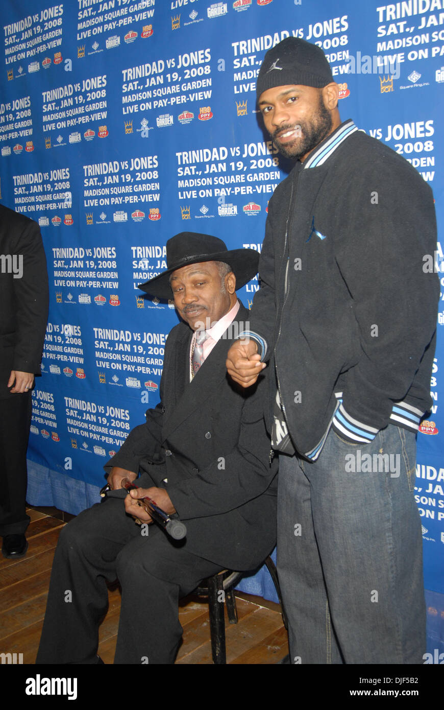 Jan 14, 2008 - New York, New York, USA - Boxing legend JOE FRAZIER and Boxer ROY JONES JR at the kickoff for fight week at Pop Burger in NYC. (Credit Image: © Jeffrey Geller/ZUMA Press) - Stock Image
