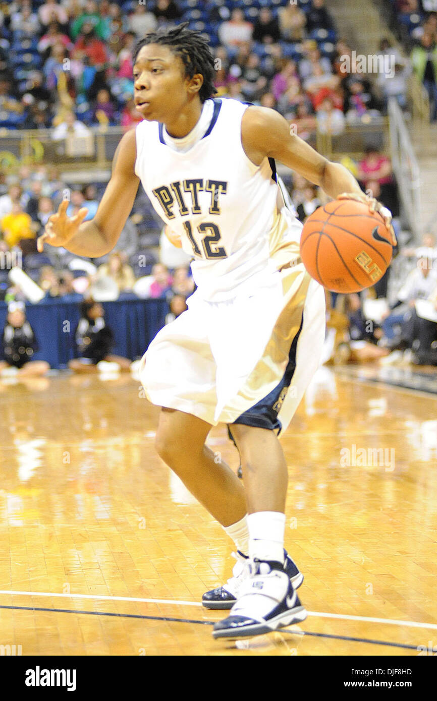 Pitt  Brittaney Thomas (12) looks to pass to a teammate in 2nd half action against #1 ranked UConn at the Petersen Stock Photo