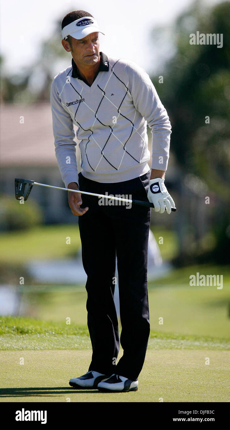 Feb 28, 2008 - Palm Beach Gardens, Florida, USA - JESPER PARNEVIK watches his ball after putting on the 16th green. The first round of the 2008 Honda Classic Gold Pro-Am on February 28, 2008. (Credit Image: © J. Gwendolynne Berry/Palm Beach Post/ZUMA Press) RESTRICTIONS: * USA Tabloids Rights OUT * - Stock Image