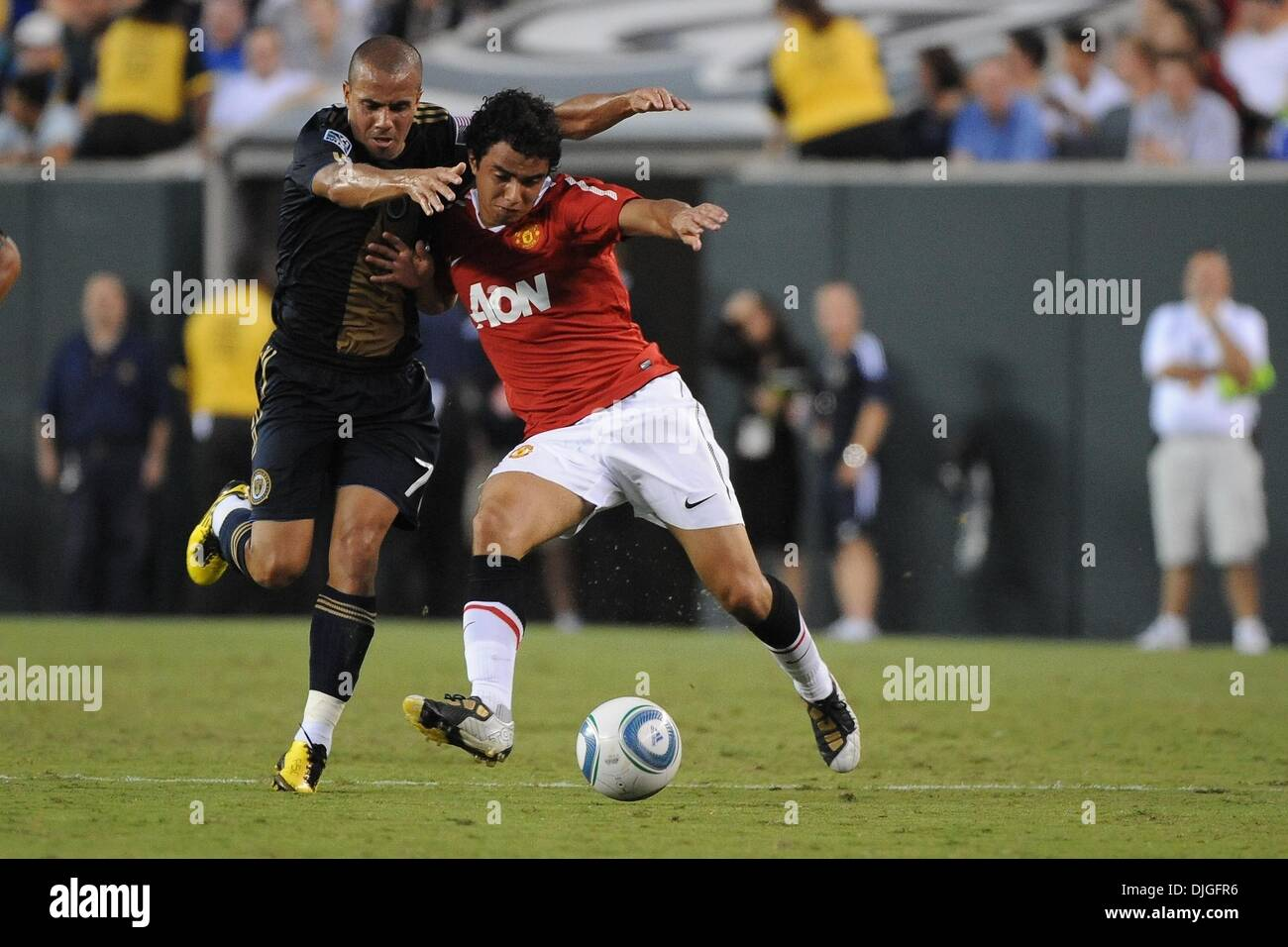 July 21, 2010 - Philadelphia, PA, United States of America - 21 July 2010 - Manchester United Defender Rafael DiSilva (#21) fights off Philadelphia Union Midfielder Fred (#7) The Eighteen times English Premier League Champion Manchester United face Major League Soccer's newest team, The Philadelphia Union, at Lincoln Financial Field in Philadelphia, PA. The visitors won 1-0. Mandat - Stock Image