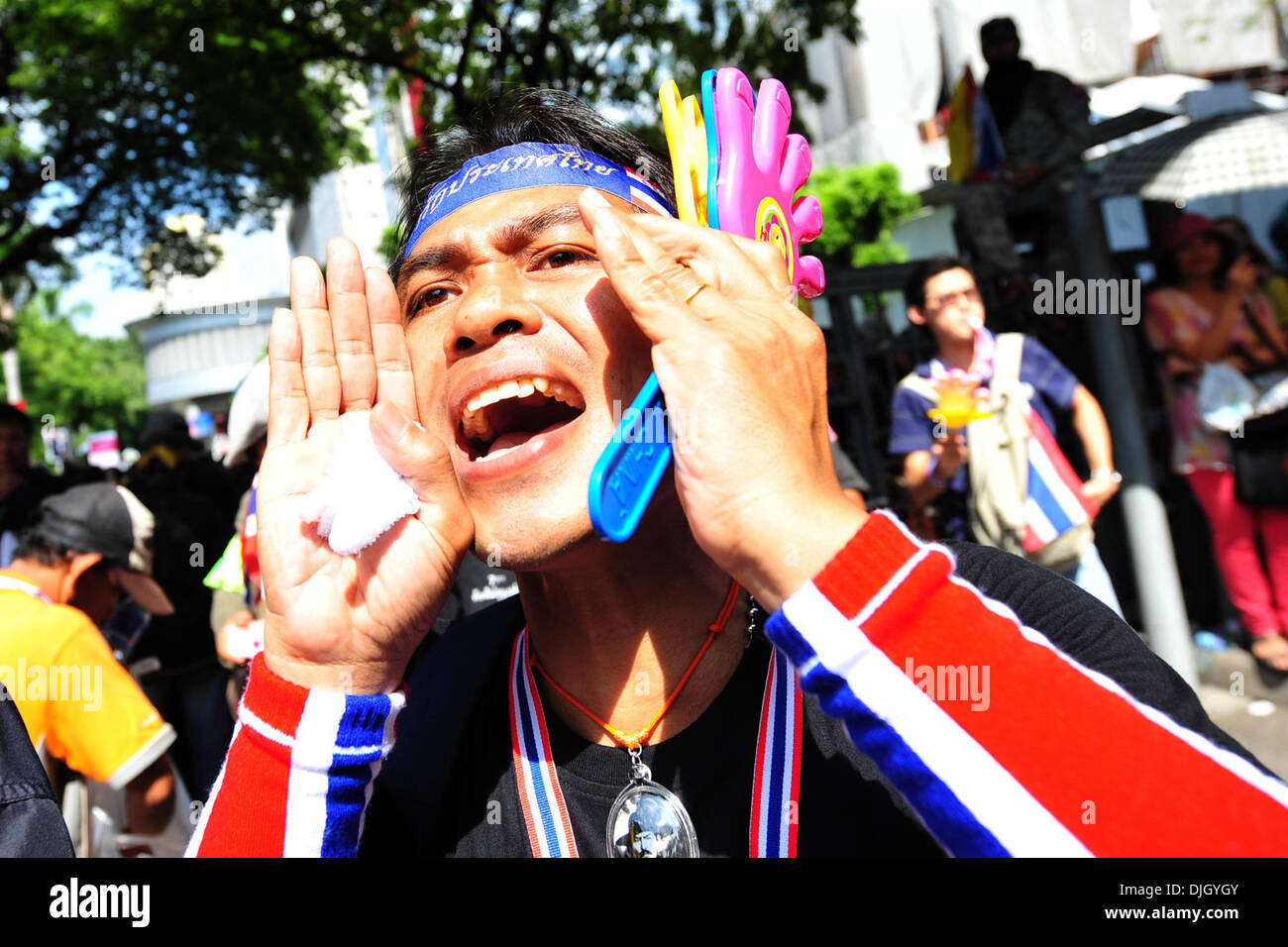 Bangkok, Thailand. 28th Nov, 2013. Thai anti-government protesters rally in front of the Royal Thai Police Headquarters in Bangkok, Thailand, on Nov. 28, 2013. Thai Prime Minister Yingluck Shinawatra on Thursday called on anti-government demonstrators to hold dialogue with the government to find a way out of the political tumult. Credit:  Rachen Sageamsak/Xinhua/Alamy Live News - Stock Image