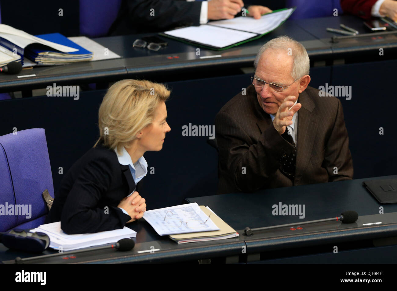 Berlin, Germany. November 28th, 2013. 3. Plenary session (Militar Mission in Sudan) with participation of Chancellor Angela Merkel.  Ursula von den Leyen, Labor minister and Wolfgang Schaeuble (CDU), German Finance Minister. Credit:  Reynaldo Chaib Paganelli/Alamy Live News - Stock Image