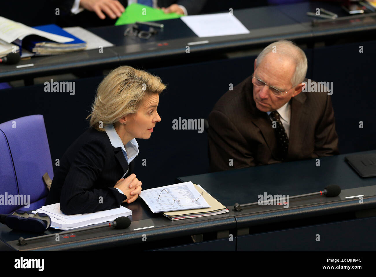 Berlin, Germany. November 28th, 2013. 3. Plenary session (Militar Mission in Sudan) with participation of Chancellor Angela Merkel.  Ursula von der Leyen, Labor minister and Wolfgang Schaeuble (CDU), German Finance Minister. Credit:  Reynaldo Chaib Paganelli/Alamy Live News - Stock Image