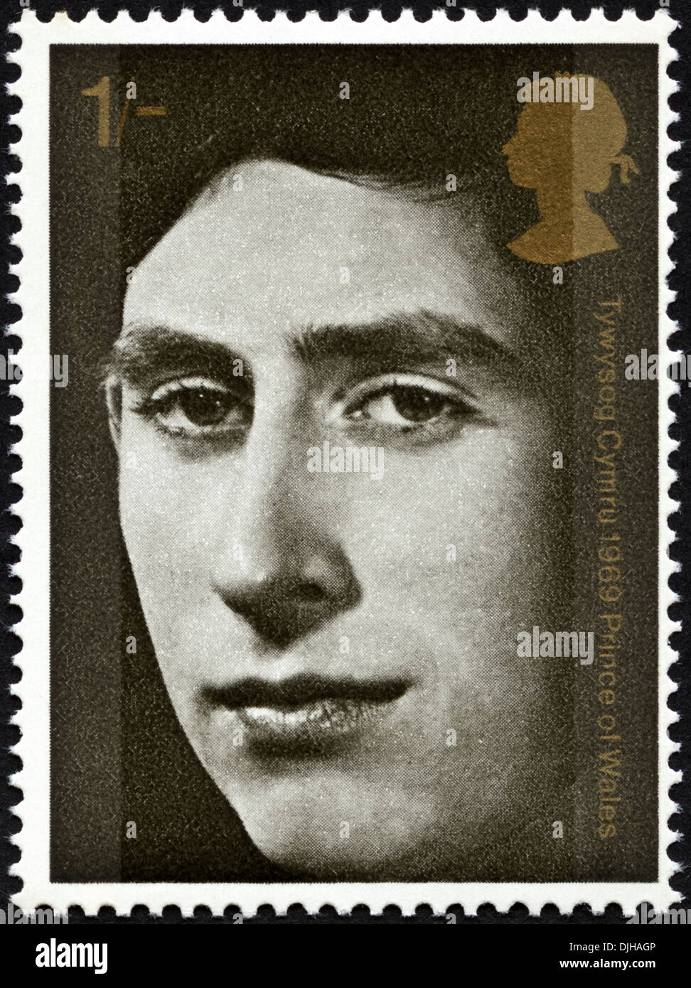postage stamp United Kingdom 1s featuring Investiture of Prince of Wales dated 1969 bilingual Welsh English language - Stock Image