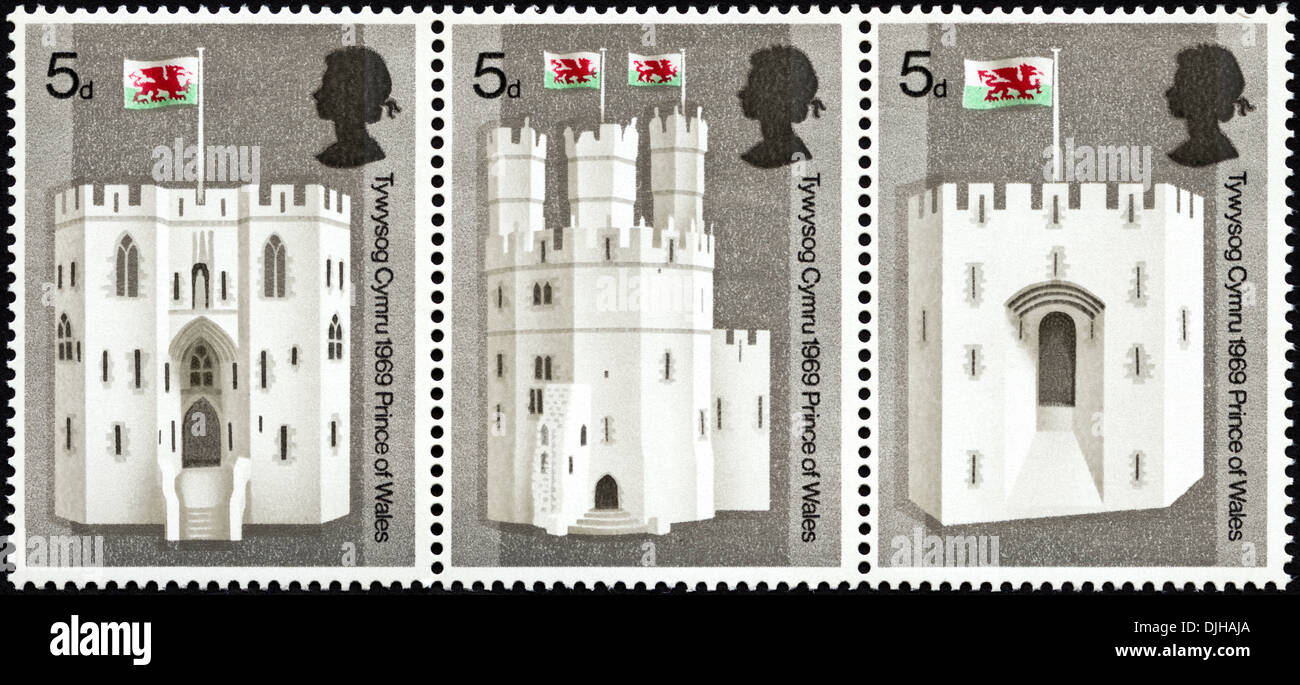 postage stamp United Kingdom 5d featuring Investiture of Prince of Wales dated 1969 bilingual Welsh English language - Stock Image