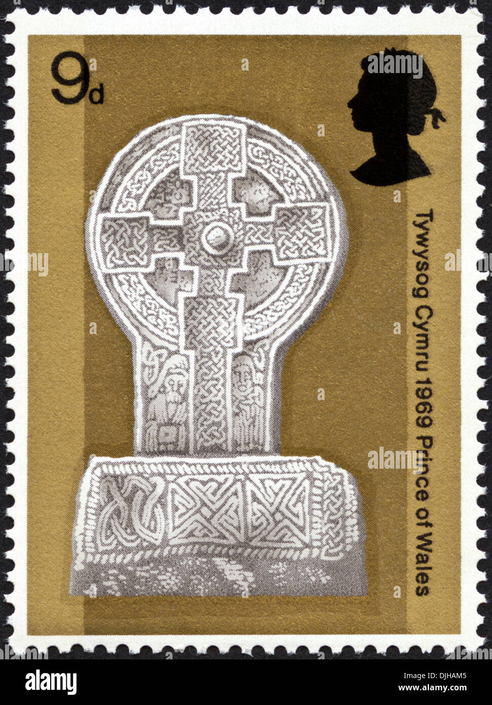 postage stamp United Kingdom 9d featuring Investiture of Prince of Wales dated 1969 bilingual Welsh English language - Stock Image