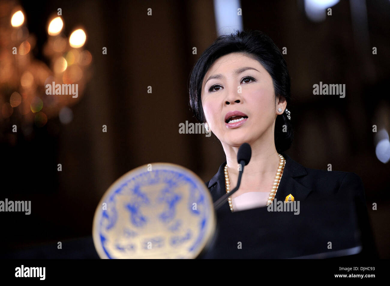 Bangkok, Thailand. 28th Nov, 2013. Thai Prime Minister Yingluck Shinawatra speaks during a press conference at the Government House in Bangkok, Thailand, Nov. 28, 2013. Thai Prime Minister Yingluck Shinawatra on Thursday called on anti-government demonstrators to hold dialogue with the government to find a way out of the political tumult. Credit:  Rachen Sageamsak/Xinhua/Alamy Live News - Stock Image