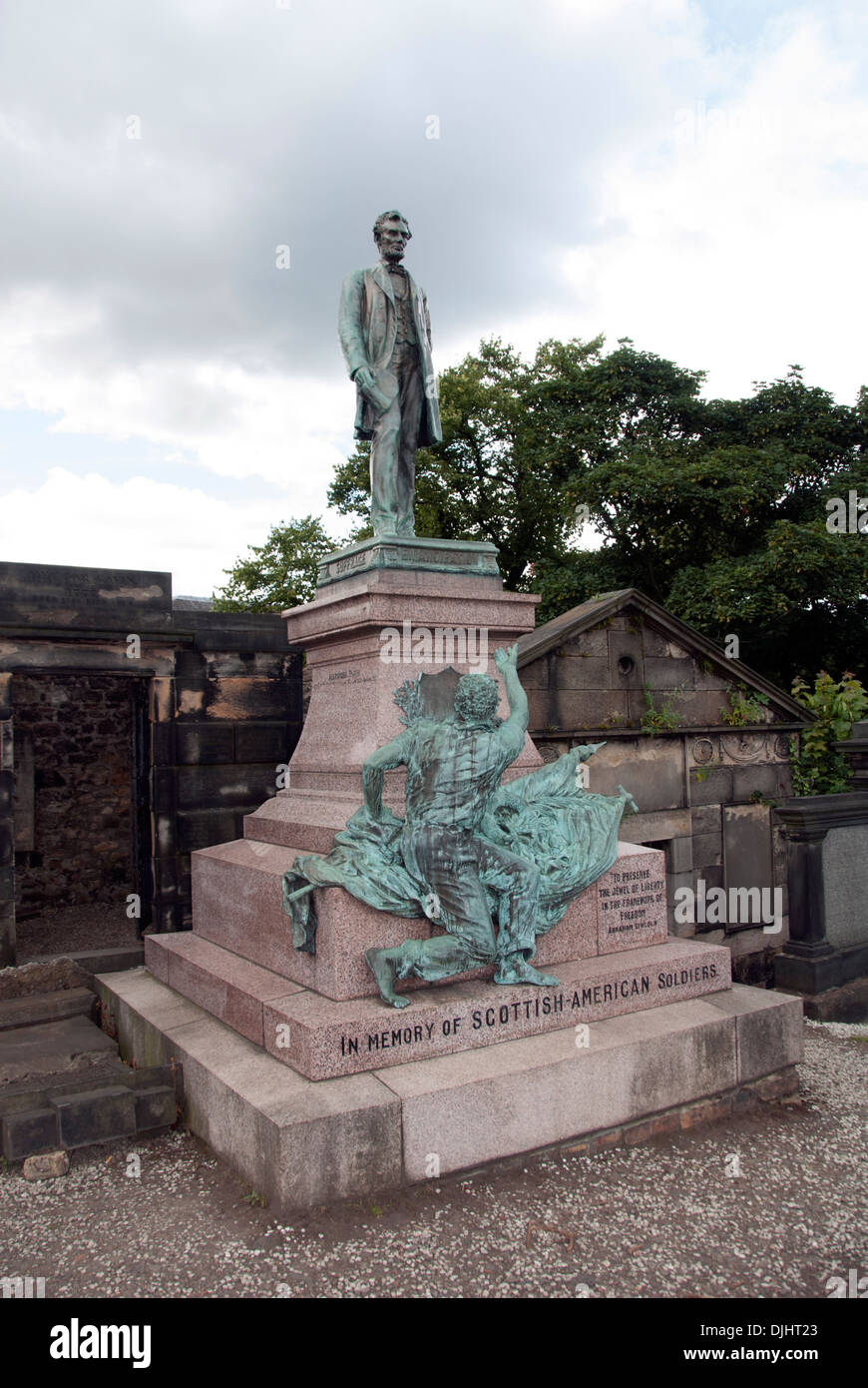 SCOTLAND; EDINBURGH; STATUE OF ABRAHAM LINCOLN, A MEMORIAL TO SCOTTISH AND AMERICAN SOLDIERS; OLD CALTON CEMETERY Stock Photo