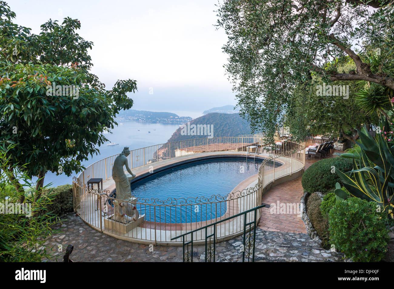 Swimming pool of the Château de La Chèvre d'Or. Eze, Alpes-Maritimes, France. - Stock Image