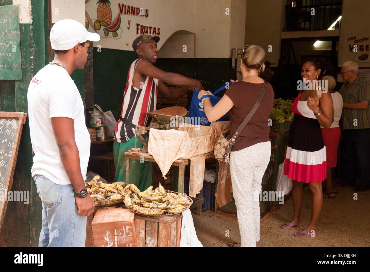Cuba people - People buying fruit at the local market, Brasil St, Havana, Cuba, Caribbean, Latin America - Stock Image