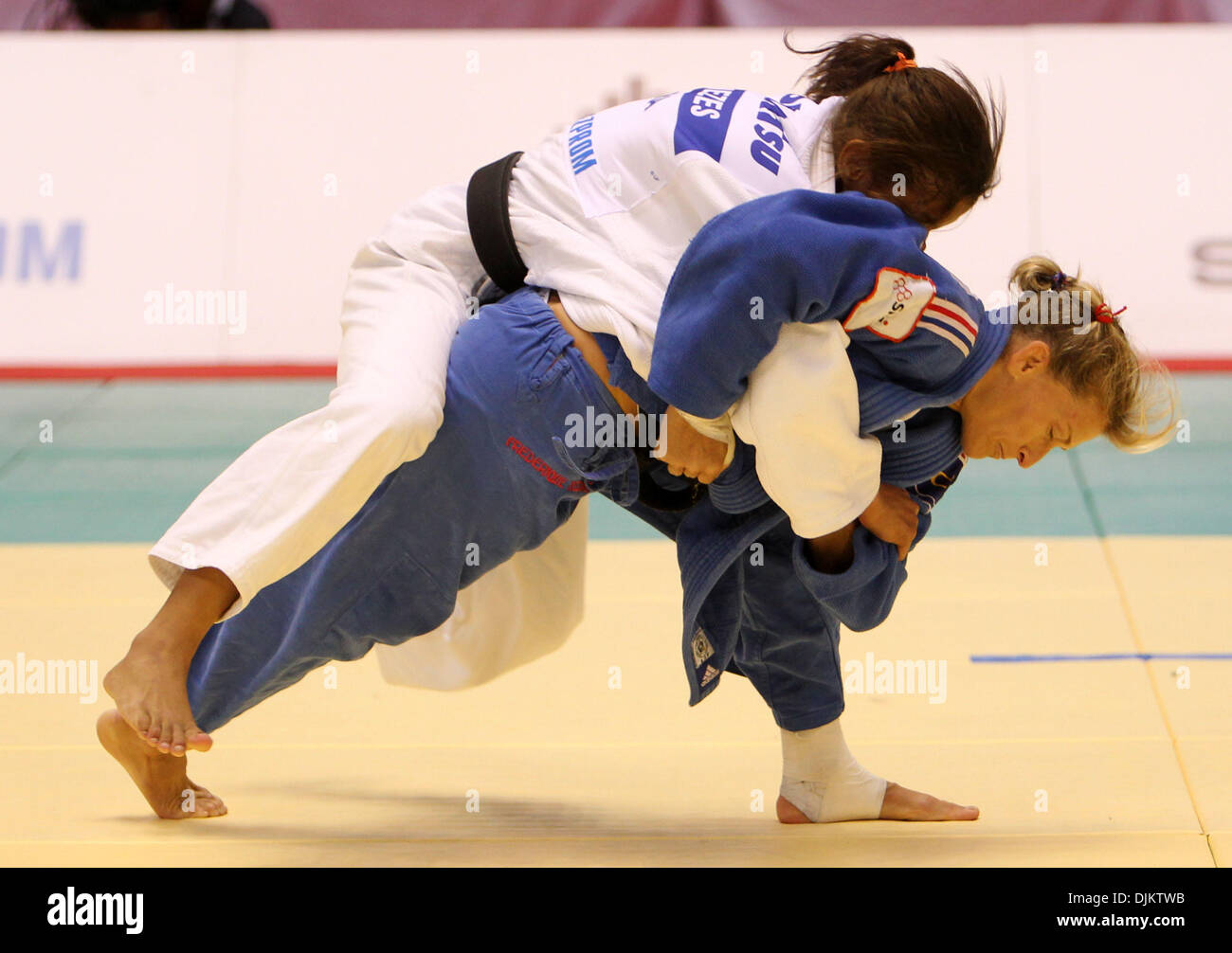 Sep 12, 2010 - Tokyo, Japan - FREDERIGUE JOSSINET of France and SADAH MENEZES of Brazil compete in a Women -48kg match during the World Judo Championships Tokyo 2010 at the Yoyogi National Gymnasium in Tokyo, Japan. Menezes came 3rd in this competition. (Credit Image: © Junko Kimura/Jana/ZUMApress.com) - Stock Image