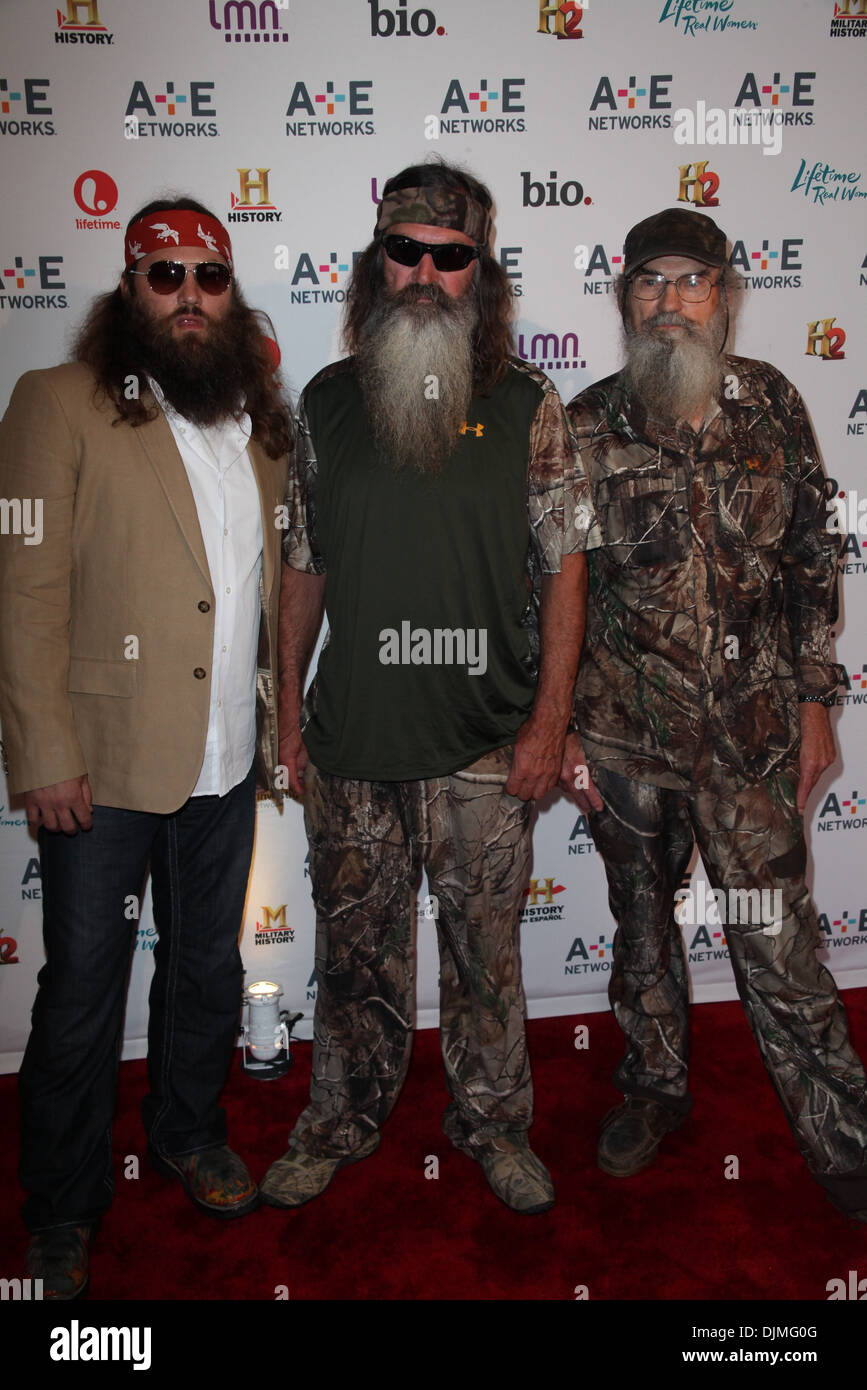(L-R) Willie Robertson Phil Robertson Si Robertson of Duck Dynasty Au0026E Networks 2012 Upfront at Lincoln Center Where New York  sc 1 st  Alamy & L-R) Willie Robertson Phil Robertson Si Robertson of Duck Dynasty ...