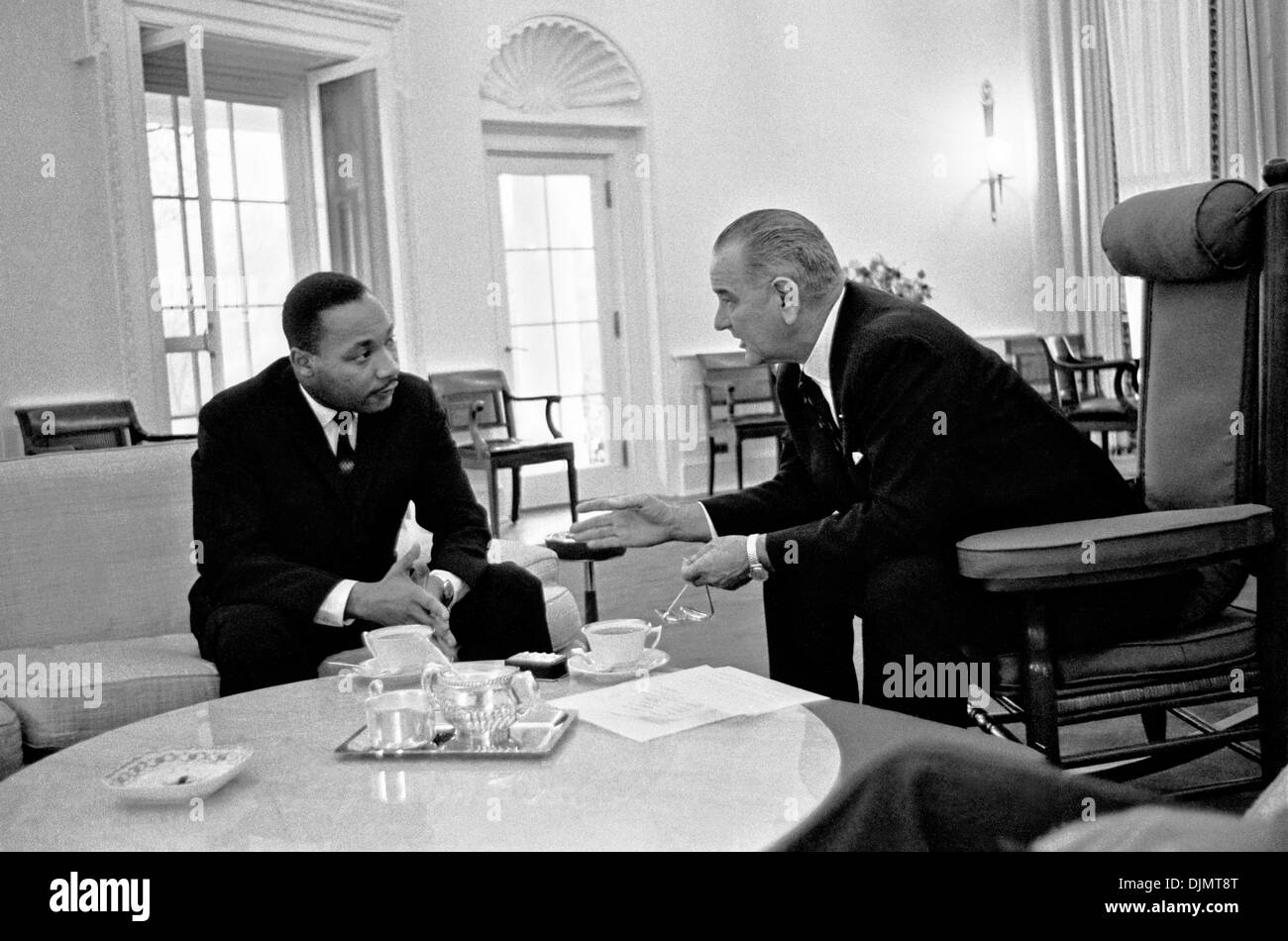 Rev. Dr. Martin Luther King, Jr. meeting with US President Lyndon B. Johnson in the Oval Office of the White House December 3, 1963 in Washington, DC. - Stock Image