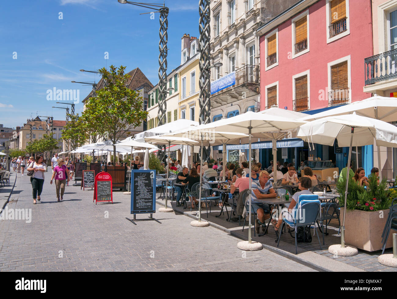 people eating at open air restaurants chalon sur saone burgundy stock photo 63154623 alamy. Black Bedroom Furniture Sets. Home Design Ideas