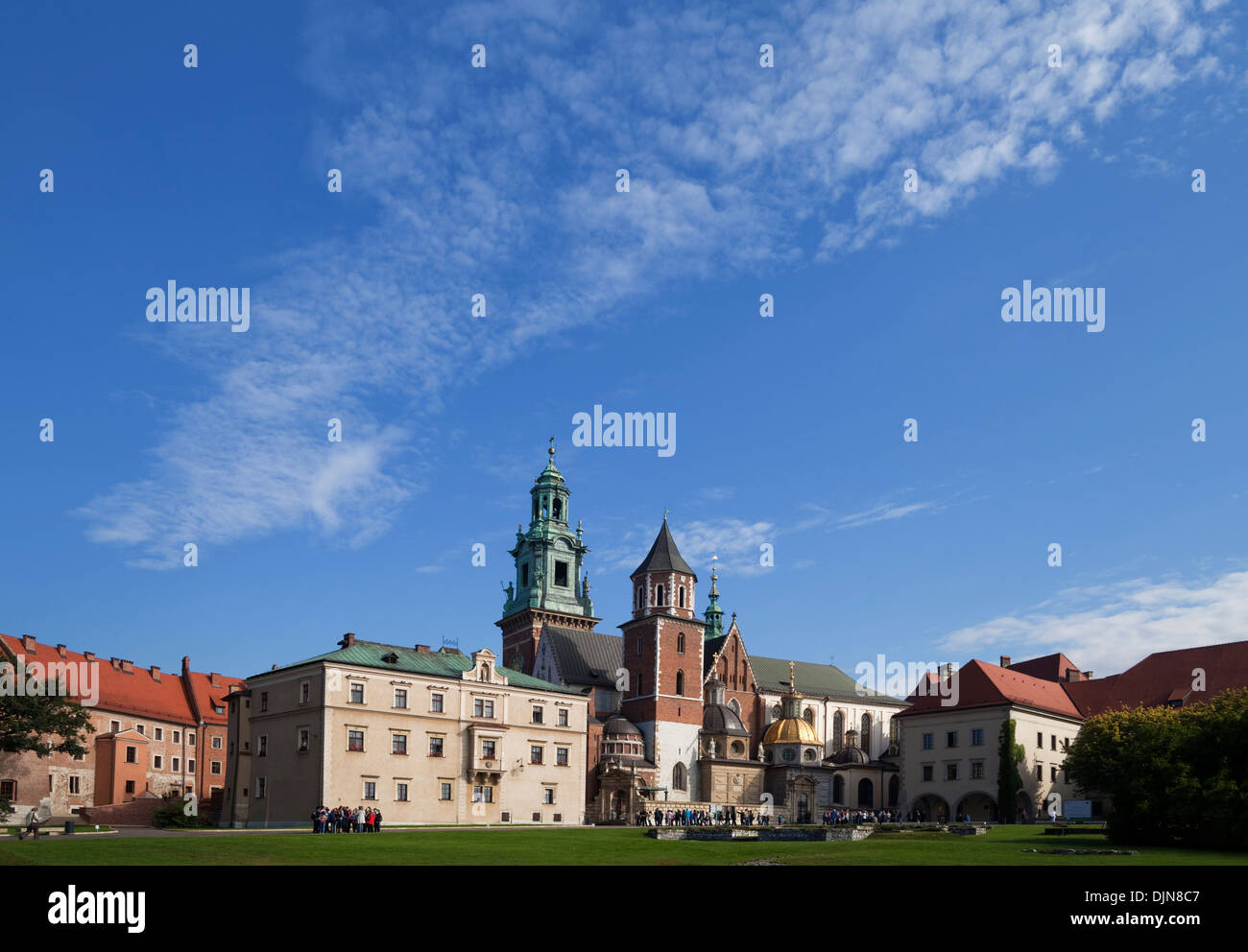 Tourist groups in the grounds of the 11th Century Royal Castle, Wawel Hill, Krakow, Poland - Stock Image