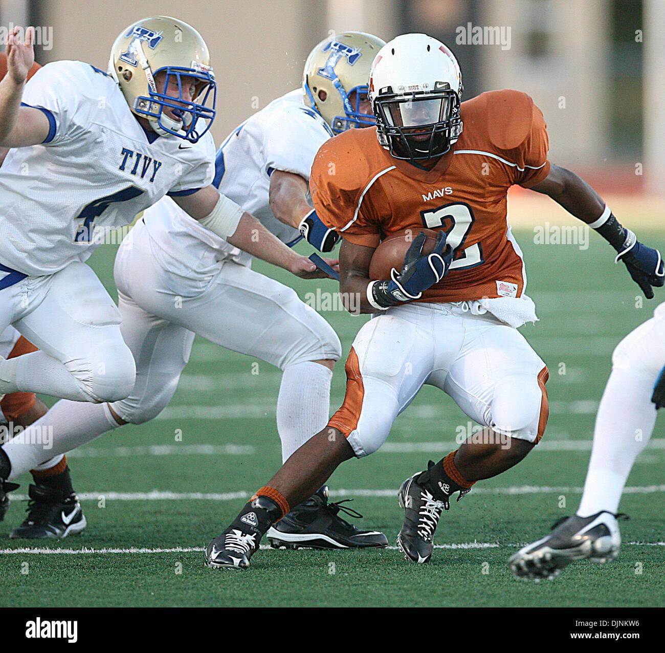 Sep 04, 2008 - San Antonio, Texas, U.S. - Madison's #2 AARON GREEN breaks through the defense as Tivy's #4 Brian Stock Photo