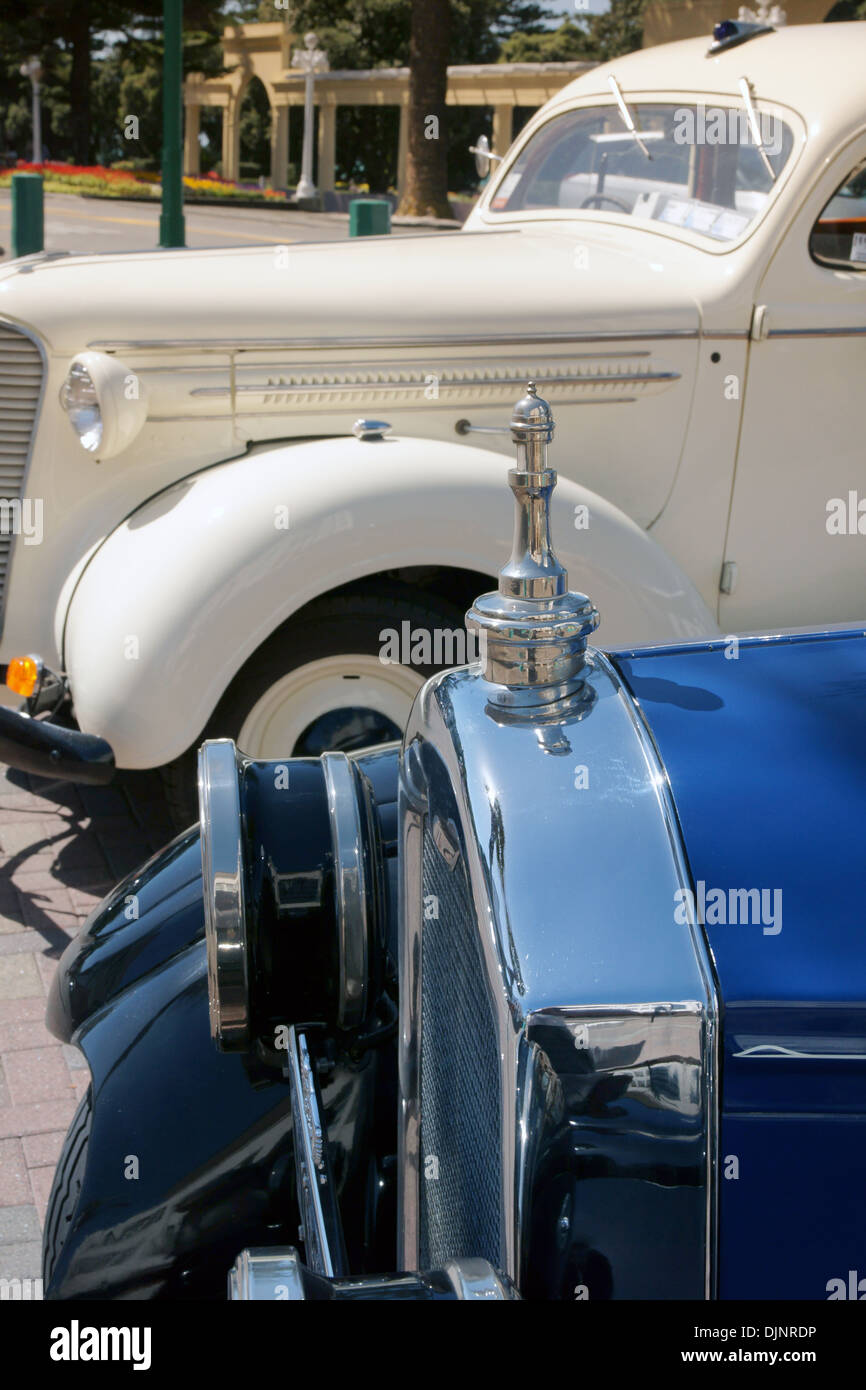 Vintage Packard touring cars in front of The New Napier Arch Napier New Zealand - Stock Image