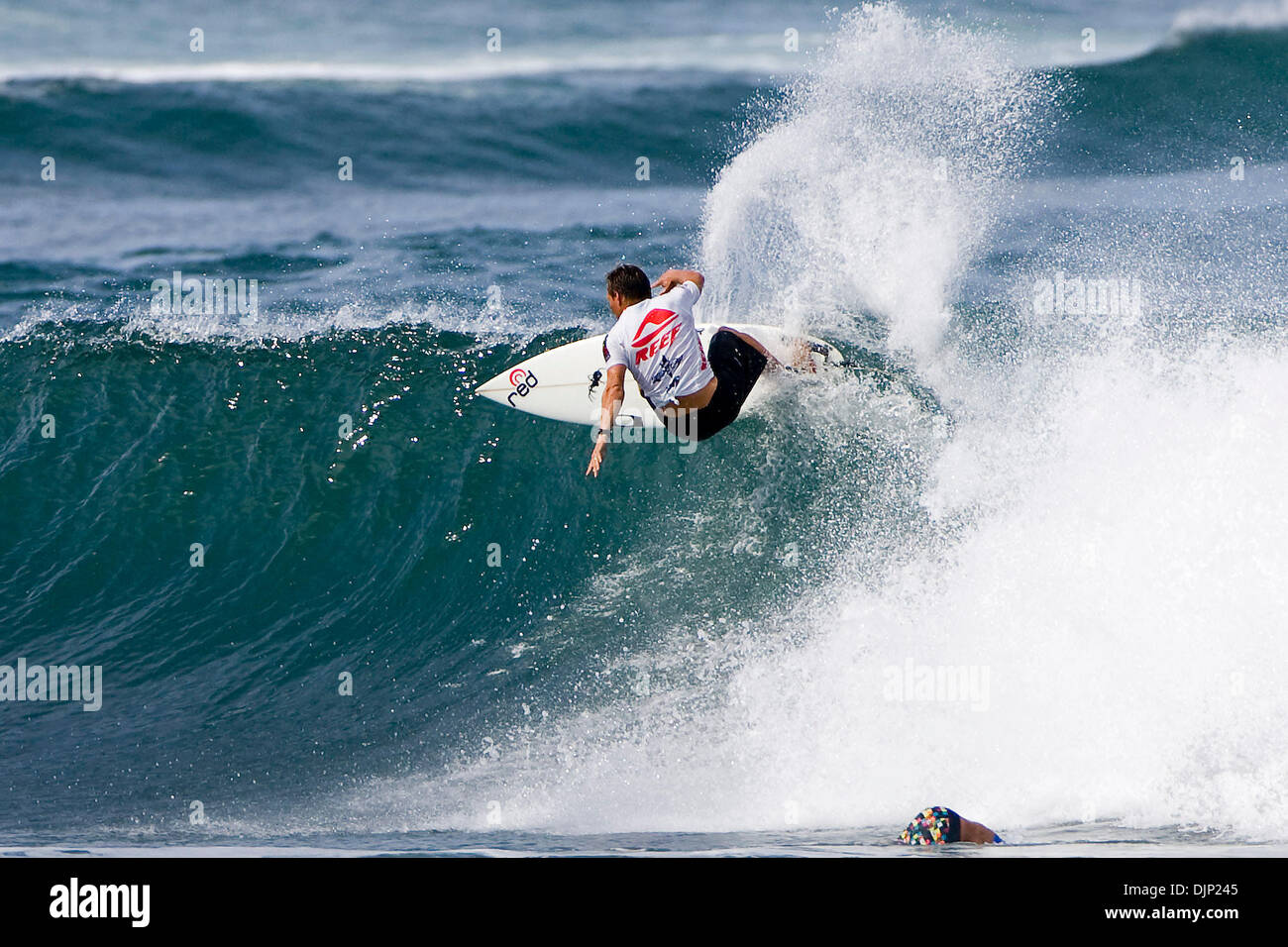 Nov 20, 2008 - Haleiwa, Hawaii, USA - GREG EMSLIE (East London, South Africa) won his heat in the round of 64 at the Reef Hawaiian Pro at Haleiwa Beach Park in Haleiwa. Emslie top two wave scores in were a 7.17 and a 7.33 (out of a possible 10) totalling a heat score of 14.50. Emslie defeated Pancho Sullivan (HAW), Flynn Novak (HAW) and Fredrick Patacchia (HAW). Emslie will advance - Stock Image