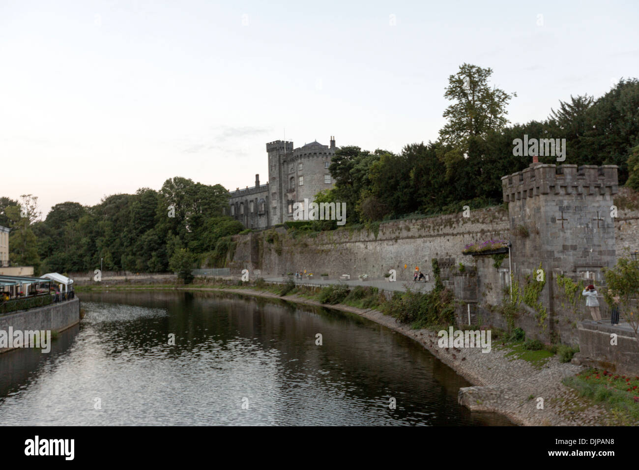 Kilkenny castle seen from the nearby River Nore. - Stock Image