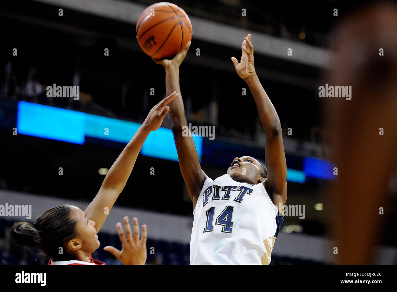 Mar. 01, 2010 - Pittsburgh, PA, U.S - 01 March 2010: University of Pittsburgh junior guard Jania Sims (14) goes Stock Photo