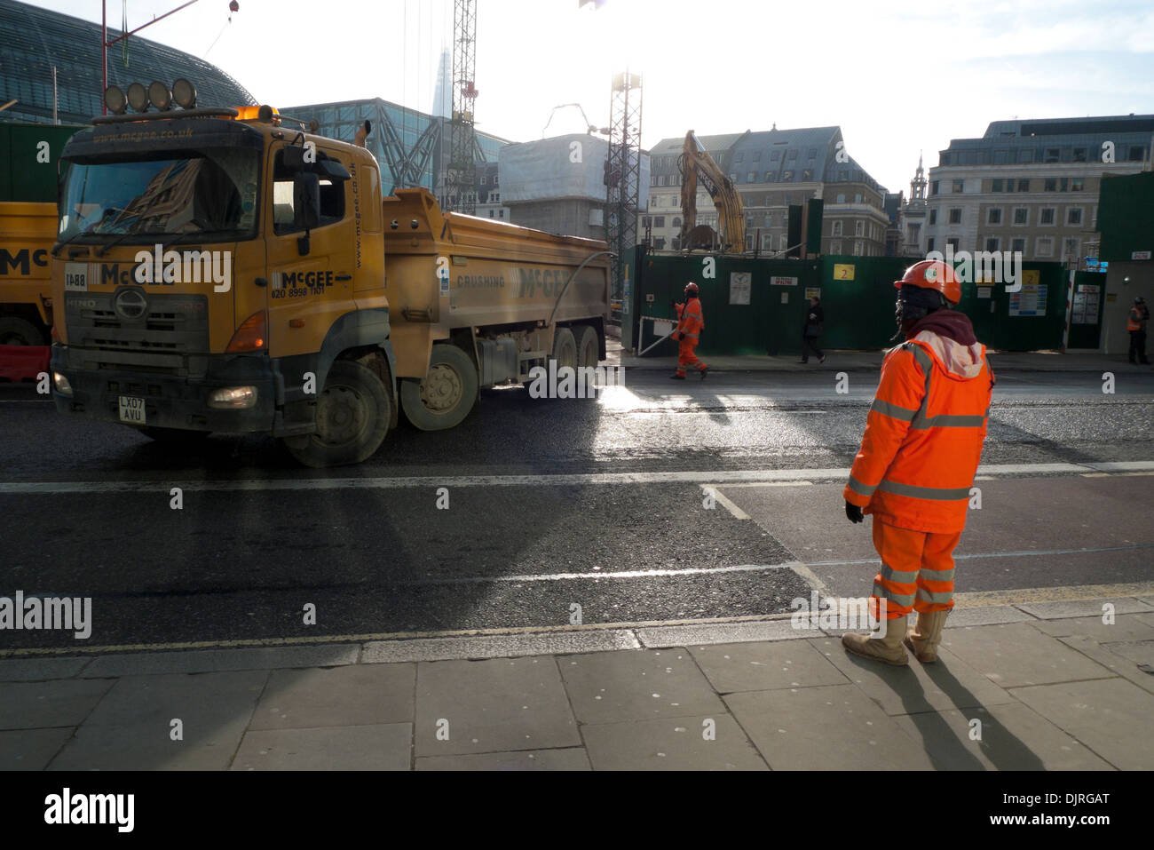 Lorry at entrance to Bloomberg Place construction site  of Bloomberg Headquarters on Queen Victoria Street in City of London England UK   KATHY DEWITT - Stock Image