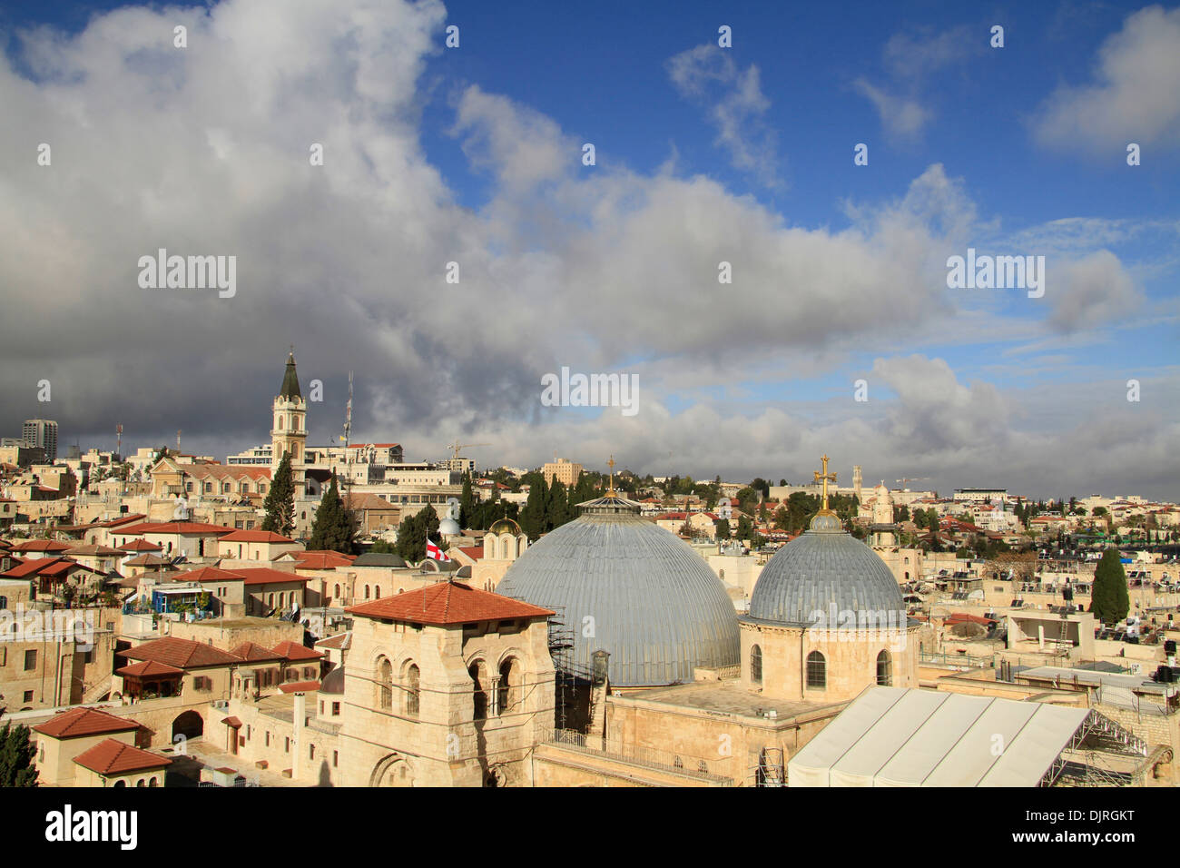 Israel, Jerusalem Old City, a view of the Church of the Holy Sepulchre from the bell tower of the Church of the Redeemer - Stock Image